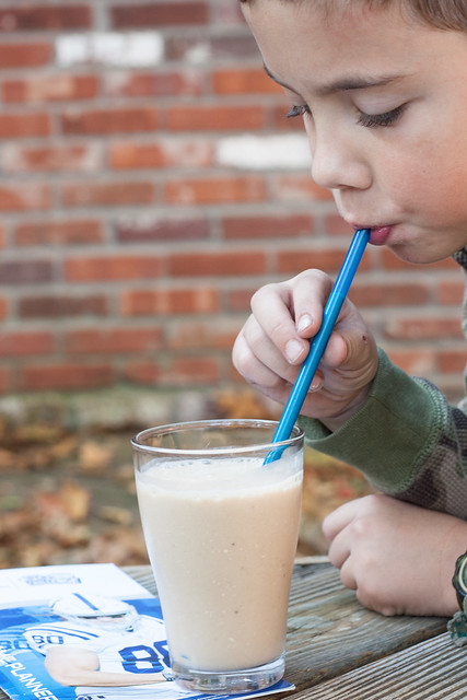 Fuel up the kids for a day of learning and moving with this award-winning smoothie recipe from a Fuel Up To Play 60 Ambassador! Made with bananas, chocolate milk, yogurt, oats and sweet potatoes, it's full of nutrients and tastes fantastic! Healthy | Breakfast | Chocolate | Low-fat