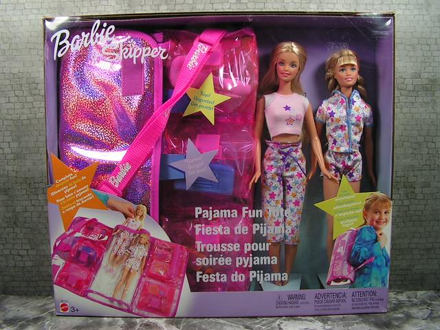 2003 Barbie Pajama Fun Tote Barbie & Skipper B2774 (1)