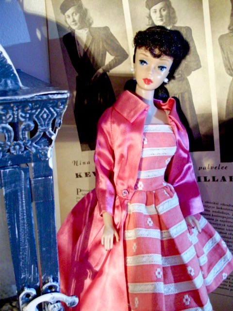 Barbie Ponytail 5  1961 wearing Busy Morning ´63 and Pak Rose satin coat  ´63
