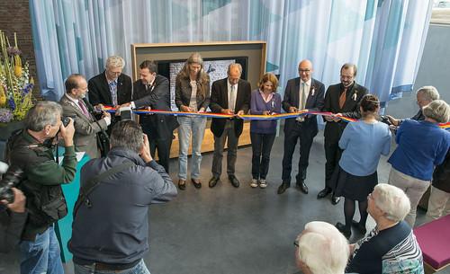 100mm-blauw-geel-rood-lint-met-zwart-bedrukt-opening-museum-vlaardingen