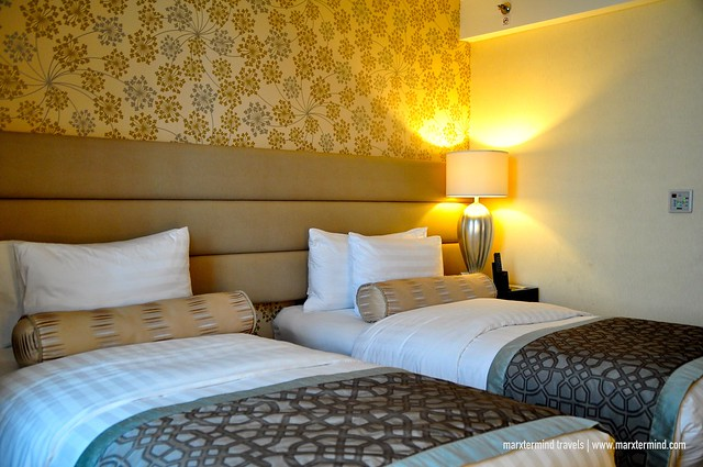 Twin Bed Deluxe Room at Crimson Hotel Filinvest City