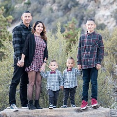 Holiday family photo time! Make it quick, easy and fun!!! $50 / 20 minutes / get that perfect one!!! #family #familytime #familyfun #familyphoto #holiday #holidayphotos #fun #together #love #photoshoot #bmf #bellamiafotos