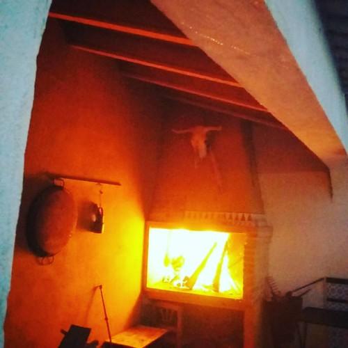 Leña al fuego,buenas ascuas