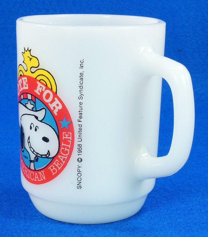 RD14663 Peanuts Snoopy White Milk Glass Vote for the American Beagle 1980 Political #2 DSC05963