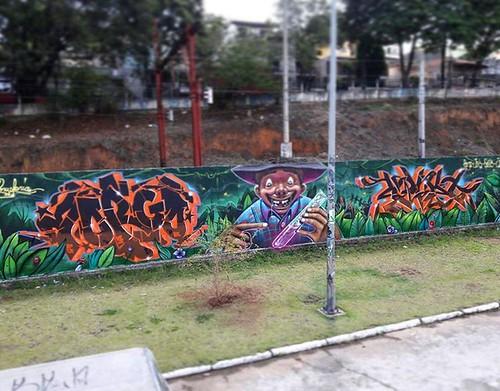 Painel completo! 📣  Manipulação de sementes. 🌱💉 Borgo + Joks + Guetus   #perusferia #perus #joksjohnes #graffitibrasil #graffitiart #cores #verdejando #arteurbana #artederua #painel