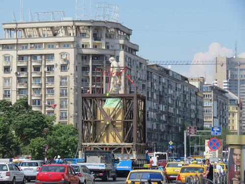 [Ion Eliade Rădulescu la plimbare în Piaţa Unirii -- fotografie de Alex Panoiu, pe Flickr]